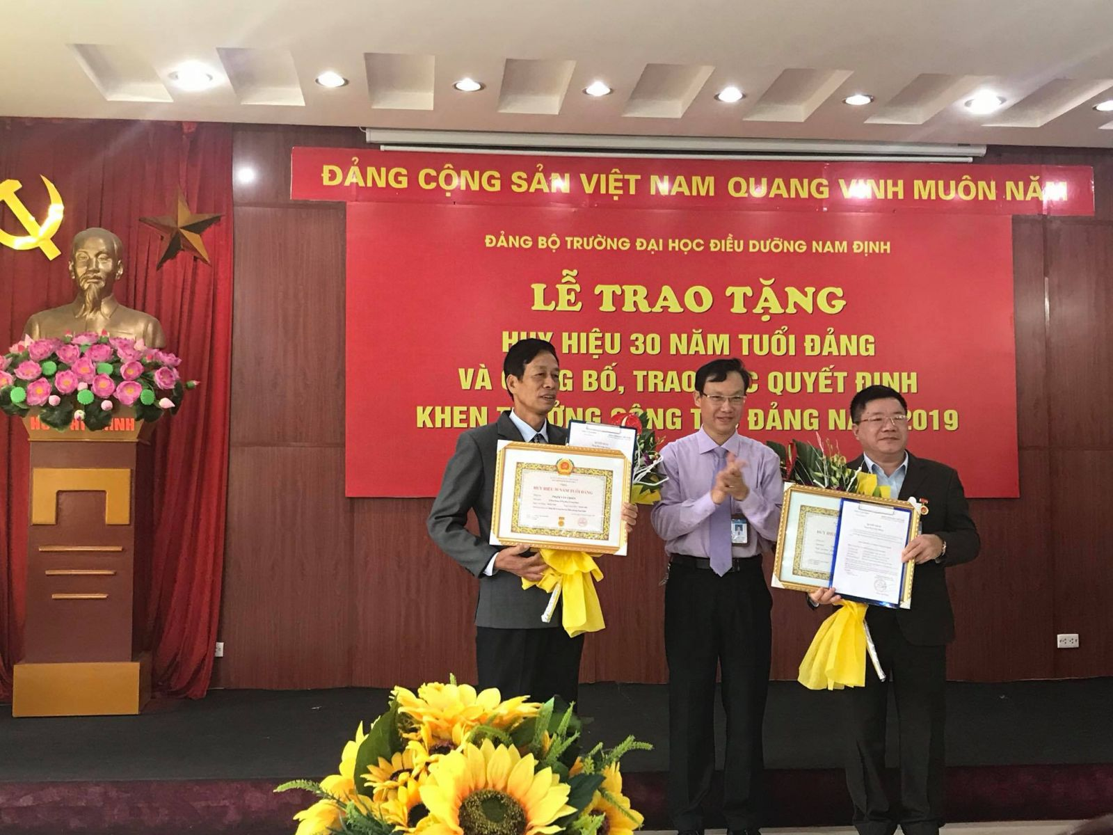 The ceremony of awarding the badge for 30 years of the party membership and reward decisions of developing the party tasks in 2019